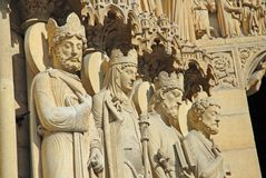 Heilig-Statuen bei Notre Dame Lizenzfreie Stockfotos