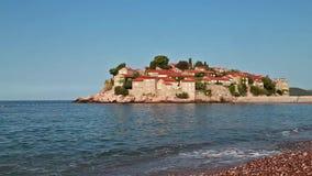 Heilig-Stefan-Insel in Montenegro stock footage