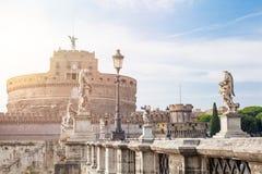Heilige Angel Castle en brug over de Tiber-rivier in Rome, Italië Het oriëntatiepunt van Rome royalty-vrije stock foto