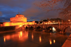 Heilige Angel Fortress en Tiber-rivier in Rome Stock Foto's