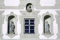 Heilige auf der Fassade berühmter Benediktbeuern-Abtei, Deutschland Stockfotografie