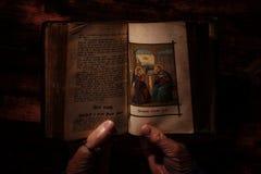Heilige Bibel und Beten Stockfotografie