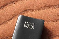 Heilige bijbel stock afbeelding
