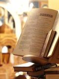Heilige bijbel in een orthodoxe kerk Stock Fotografie
