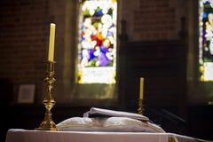 Heilige Bijbel op de christelijke kerk Perth aardig Australië van de voetstukpreekstoel Royalty-vrije Stock Foto's