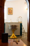 Heilige Bijbel, Orthodoxe kruis en Kom Royalty-vrije Stock Afbeeldingen