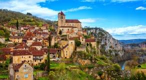 Heilige-Cirq-Lapopie dichtbij Cahors, één van mooiste villag stock foto