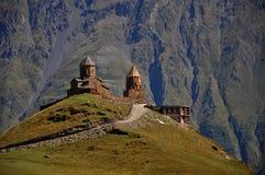 Heilige Dreiheit-Kloster Tsminda Sameba, Kazbegi lizenzfreie stockbilder