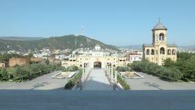 Heilige Drievuldigheidskathedraal van Tbilisi Tsminda Sameba - Georgië stock footage