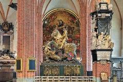Heilige George en het Draakbeeldhouwwerk in Storkyrkan van Stockholm, Zweden Stock Foto's