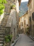Heilige-guilhem-le-woestijn, een dorp in herault, Languedoc, Frankrijk royalty-vrije stock fotografie