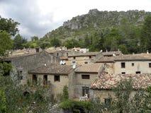Heilige-guilhem-le-woestijn, een dorp in herault, Languedoc, Frankrijk stock foto