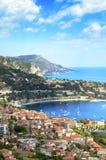 Heilige Jean Cap Ferrat, stad en bergen, CÃ'te d'Azur, Frankrijk Stock Afbeelding