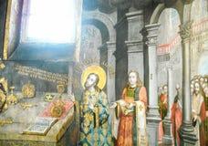 Heilige John Chrysostom dient de Goddelijke Liturgie Het schilderen Stock Afbeelding