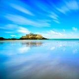 Heilige Malo Fort National en strand, eb Bretagne, Frankrijk Stock Afbeelding