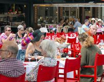 Heilige Malo People Dining Outdoors royalty-vrije stock afbeelding