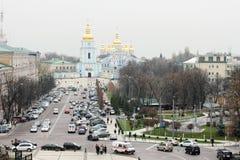 Heilige Michaels Cathedral en Volodymyrskyi-passage in Kyiv Royalty-vrije Stock Afbeeldingen