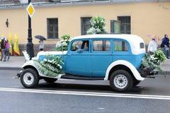 Heilige-Peterburg. Parade van oude auto's Stock Afbeeldingen
