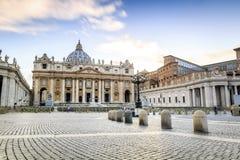 Heilige Peters Basilica en vierkant in de Stad van Vatikaan Stock Afbeelding
