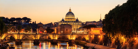 Heilige Peters Basilica - Vatikaan - Rome, Italië Stock Foto's