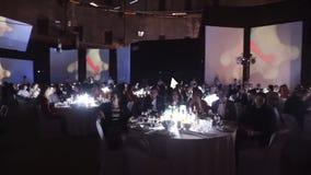 HEILIGE-PETERSBURG - 25 DEC: Grote zaal met mensen stock videobeelden