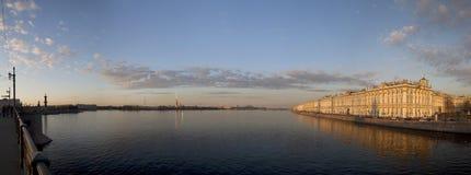 Heilige Petersburg, een mening bij Spit van Vasilyevsky-eiland, Peter Stock Afbeelding