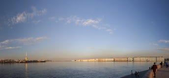 Heilige Petersburg, een mening van het Spit van Vasilyevsky-eiland Stock Afbeeldingen