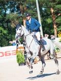HEILIGE 06 PETERSBURG-JULI: Rider Andis Varna op Coradina in C Royalty-vrije Stock Afbeelding