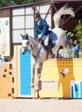 HEILIGE 06 PETERSBURG-JULI: Rider Andis Varna op Coradina in C Royalty-vrije Stock Fotografie