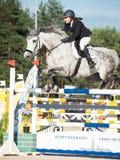 HEILIGE 05 PETERSBURG-JULI: Rider Maria Khimchenko op Calina in Th Royalty-vrije Stock Afbeelding
