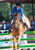 HEILIGE 06 PETERSBURG-JULI: Rider Valeriya Sokolova op Sir Stanwel Stock Fotografie