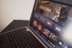 HEILIGE PETERSBURG, RUSLAND - APRIL 12, 2019: De nieuwe dienst van Disney, films en TV-reeksen door abonnement royalty-vrije stock foto
