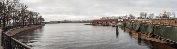 Heilige-Petersburg, Rusland, 10 April, 2017: Het restauratiewerk van Th Royalty-vrije Stock Foto