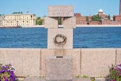 Heilige Petersburg, Rusland - Augustus 23, 2018: Monument aan slachtoffers van de onderdrukkingen van Stalin Inschrijving - aan s royalty-vrije stock afbeelding