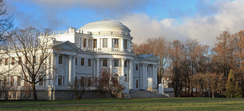 Heilige-Petersburg, Rusland. Het Paleis van Elagin Stock Afbeelding