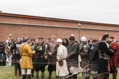 Heilige Petersburg, Rusland - kan 28, 2016: Voorbereiding voor de Vikingen Het historische weer invoeren en het festival kunnen 2 Stock Foto