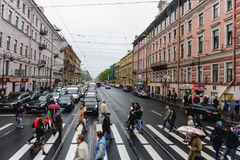 Heilige Petersburg, RUSLAND - MEI 31, 2017: Straten die van St. Petersburg, Nevsky Prospekt kruisen Royalty-vrije Stock Foto