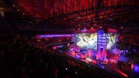 HEILIGE PETERSBURG, RUSLAND - OKTOBER 28 2017: EPICENTRUM Tegenstaking: Globaal Aanvallend cybersportevenement Tribuneshoogtepunt stock footage
