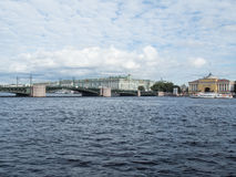 Heilige Petersburg, Rusland 08 September, 2016: Panorama van de dijk van de rivier Neva Mening van de Admiraliteit en de Kluis Royalty-vrije Stock Foto's