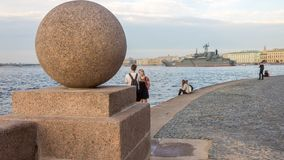 Heilige Petersburg, Rusland - 07/23/2018: Voorbereiding voor de Zeeparade - bdk-43 ` Minsk ` stock afbeelding