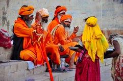 Heilige plaatselijke bewoners in Varanasi, India stock foto