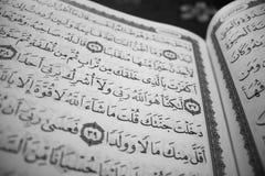 Heilige Quran Verzen in heilige Quran stock afbeeldingen