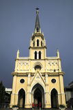 Heilige Rosenbeet-Kirche mit dunklem Hintergrund Lizenzfreies Stockbild