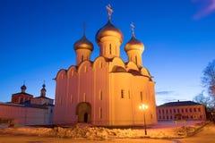Heilige Sophia Cathedral in de avond verlichting, Maart-avond Vologda, Rusland stock foto's