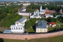 Heilige Sophia Cathedral en de luchtfotografie van Novgorod het Kremlin Veliky Novgorod Rusland stock fotografie