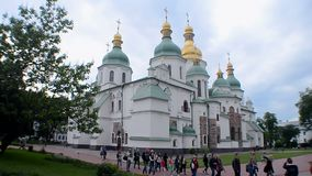 Heilige Sophia Cathedral in Kiev, de Oekraïne, stock video
