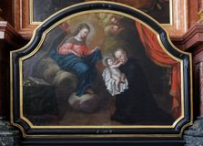 Heilige Stanislaus Kostka die de zuigeling Jesus, Bewondering reciving van het Magi-altaar in Jezuïetkerk van St Francis Xavier i royalty-vrije stock afbeeldingen