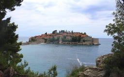 Heilige Stefan Island, Montenegro Zonnige de zomerdag royalty-vrije stock afbeeldingen