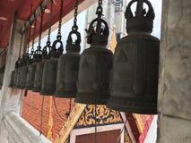 Heilige Tempelglocke am Stadtzentrum Stockbilder