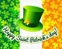 Heiligen Patricks Hut auf irischer Markierungsfahnengrußkarte Lizenzfreies Stockbild